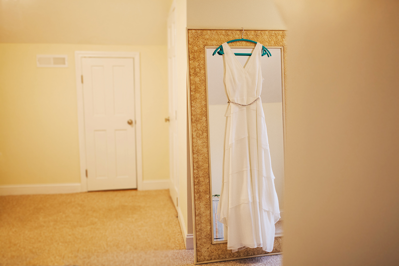 Getting ready | wedding dress