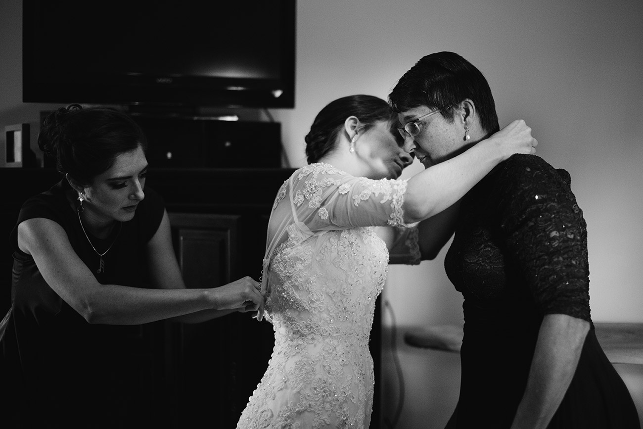 Candid wedding photography | getting ready
