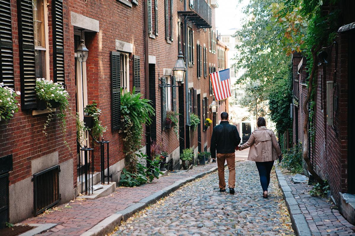 Couple walking on Acorn St, Beacon Hill, Boston