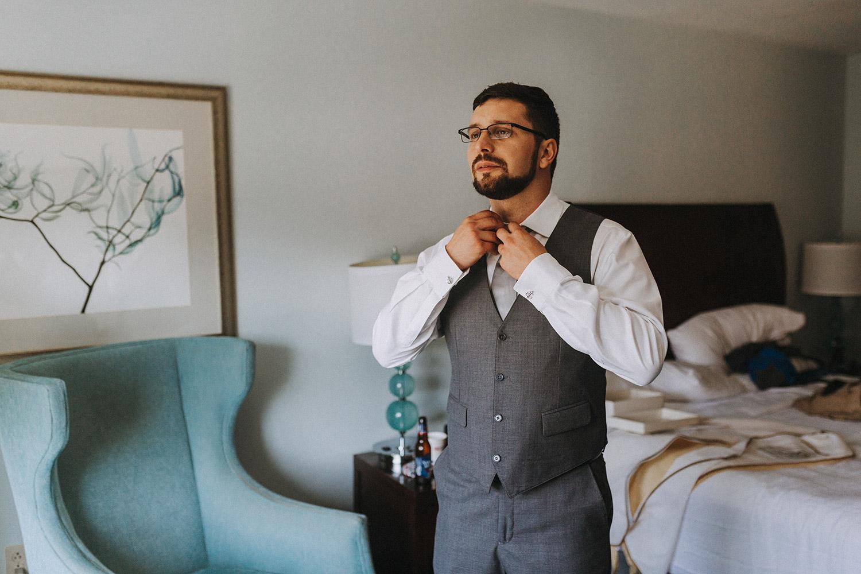 groom getting ready | boston backyard wedding | massachusetts wedding photographer