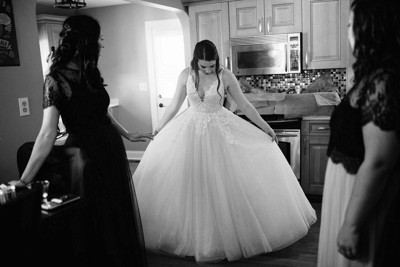 bride getting ready | boston backyard wedding | massachusetts wedding photographer